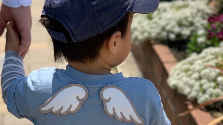 天使の羽根が生えたTシャツ 【リメイク子供服・手縫い】